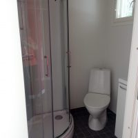 suihkukaappi ja wc